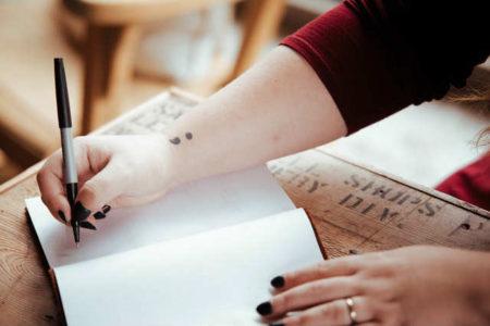 エッセイ・随筆の意味と書き方のコツとは?|【起承転結の構成はNG!】小学生&中学生のためのエッセー講座!